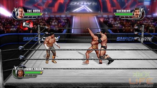 《WWE激爆职业摔角:全明星大赛》也提供自创角色的功能,玩家能透过系统预设的内容,创造出一名独具特色的摔角名星进行游戏。这裡除了角色五官、体型、服饰可以自行调整外,摔人的动作、大绝招动作、出场动作等也能依照玩家的喜好做改变;玩家在进入变更摔角动作的选单后,画面右手边还提供影片的动作示范,增加玩家在选择动作时的便利性。值得一提的是,自创角色允许玩家在单机与线上对战中使用,而且也没有素质能力的差别,因此创好的新角色便能直接上场战斗。